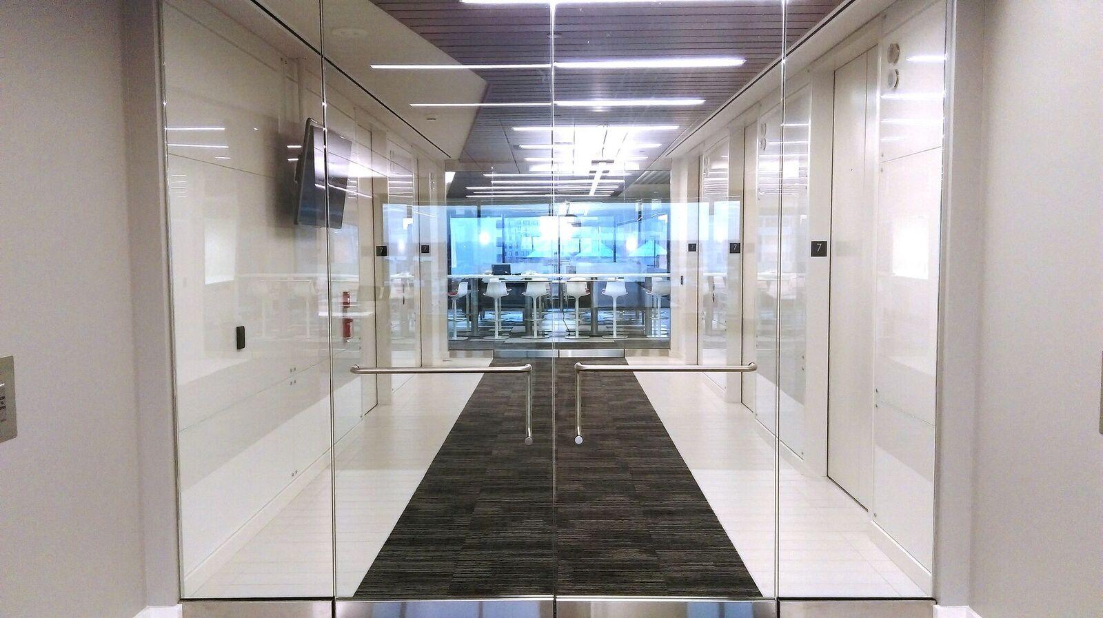 Availabilities - Lobby with Social Hub
