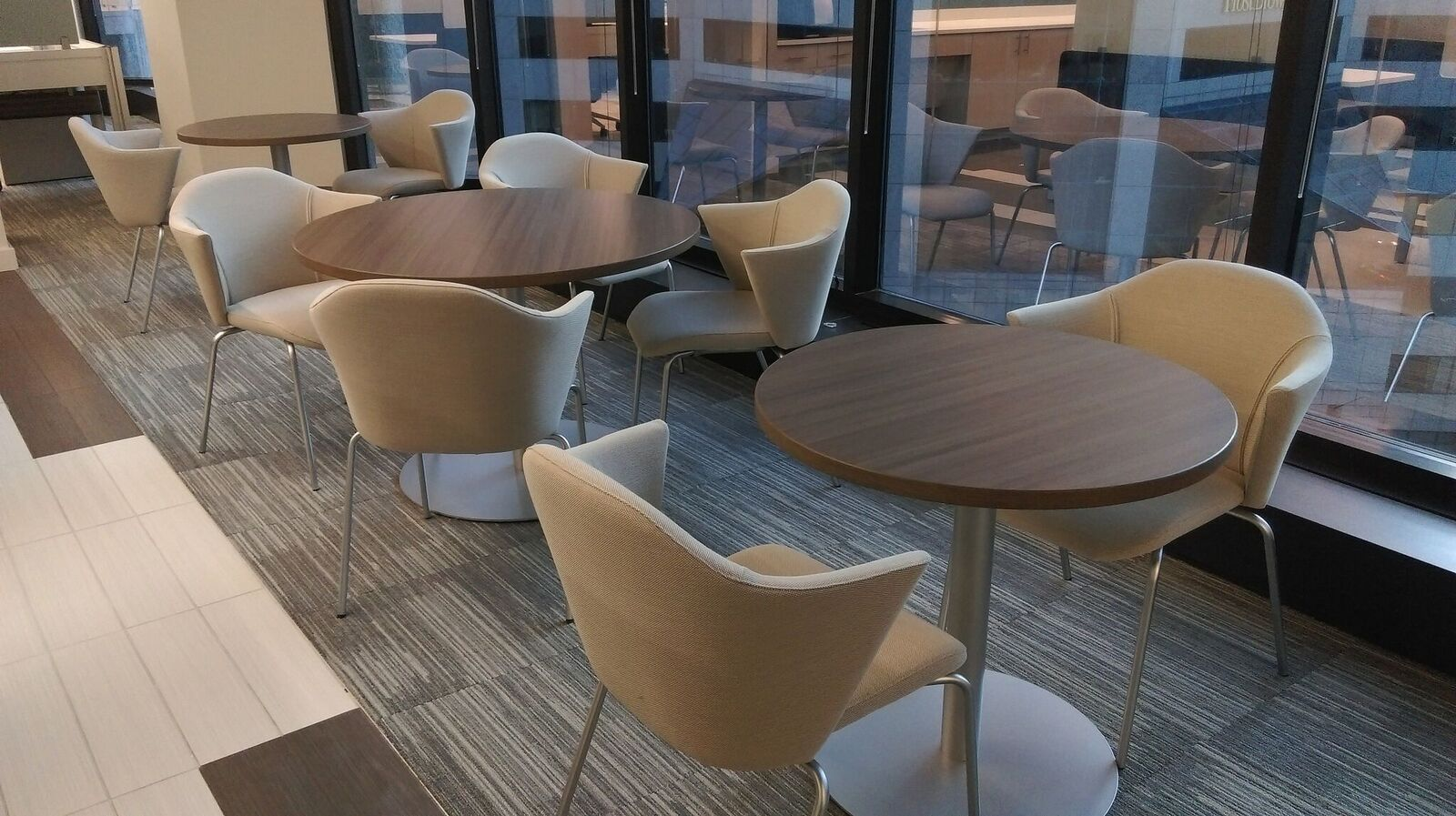 Availabilities - Social Hub Tables Chairs